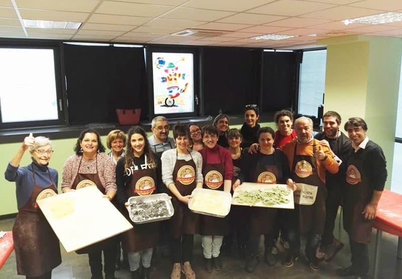partecipanti al corso di cucina tenuto dalla chef Marco Scaglione - free gluten
