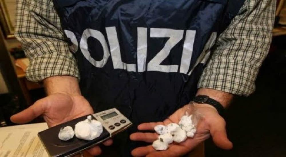 Buccinasco, 24enne arrestato per spaccio di cocaina