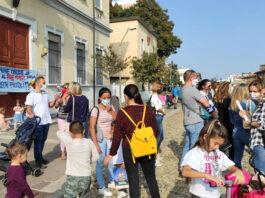 trezzano-proteste-davanti-al-municipio-per-il-pre-e-post-scuola